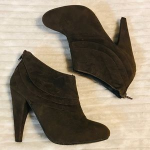 Paprika Brown Suede Ankle Boots Booties size 7